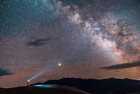 Малка и непозната планета ще прелети в близост до Земята