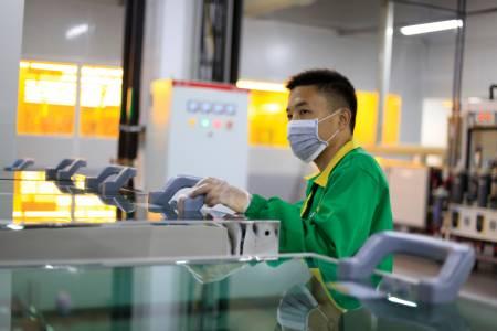 Работниците във фабриките за компоненти на Apple ще спят в заводите заради COVID-19