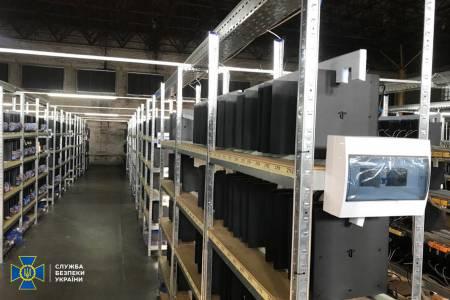 Близо 4000 PlayStation 4 конзоли впрегнати в нелегално копаене на криптовалута на едно място