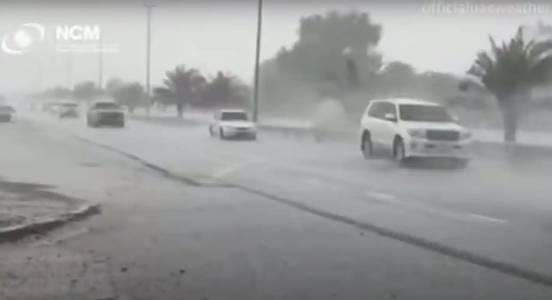 Дубай създаде фалшив дъжд с дронове, когато температурата скочи над 50 градуса