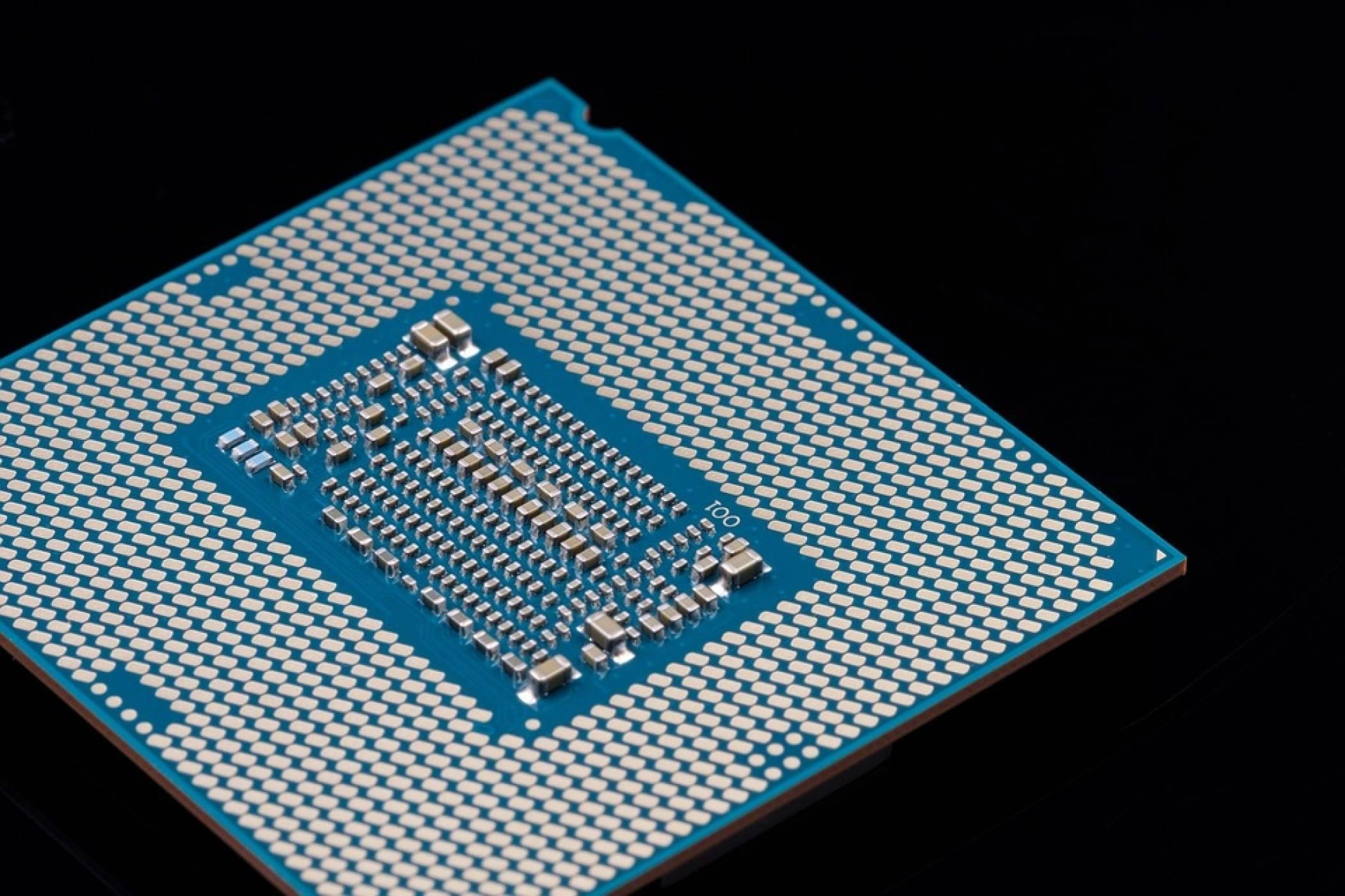 Недостигът на чипове ще продължи и през 2023 г., предупредиха от Intel