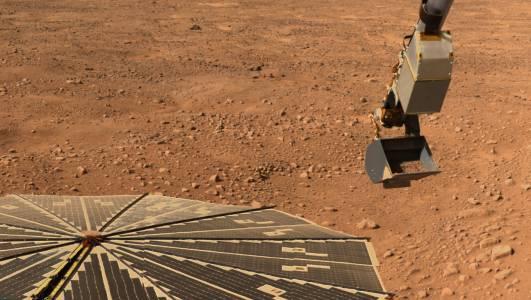Марсоходът на НАСА откри древна каменна арка на планетата