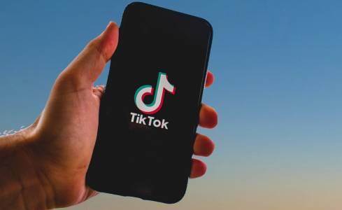 TikTok ограничи времето, в което непълнолетните ще получават известия
