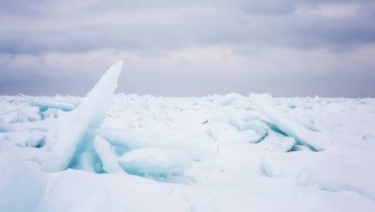 6 мистериозни структури, скрити под ледената покривка на Гренландия, които разпалват въображението