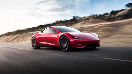 Мощната Tesla Roadster по шосетата най-рано през 2023 г.