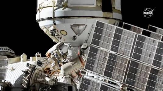 Космонавти подготвят новия модул на Международната космическа станция