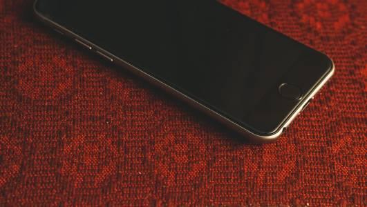 Германия натиска гигантите за 7 години поддръжка на всеки смартфон