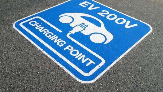 На Острова стават задължителни зарядните за е-коли по домовете и офисите