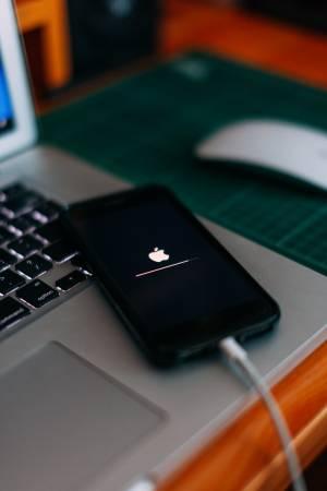 Apple призовава: подновете iOS до версия 14.8 незабавно