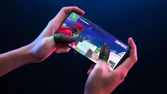 Новият аксесоар за мобилен гейминг на Razer предизвиква много въпроси и закачливи коментари