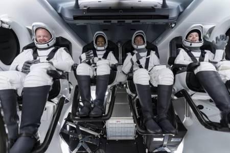 С мисията Inspiration4 в орбита вече са рекордните 14 души