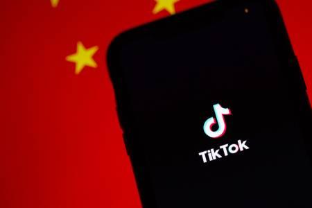 Китай с нова рестрикция за младежите: 40 минути за социални мрежи