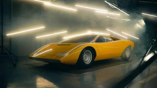 Lamborghini реставрира в болезнени детайли първия Countach от 1971 г.