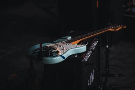 Вече можете да настроите китарата си с Google Search
