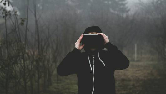 10 000 души ще създават VR светове за Facebook в Европа