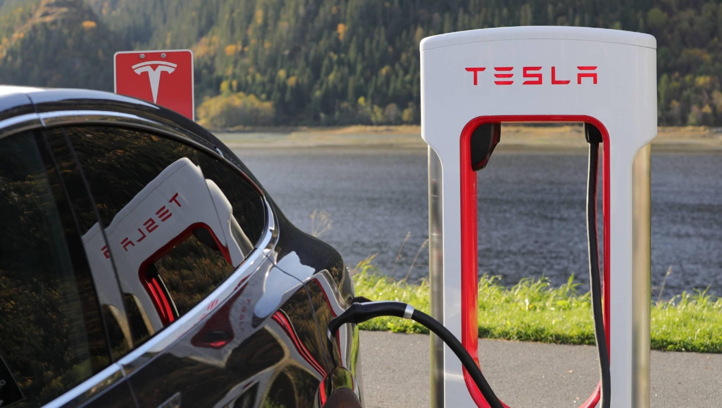 Tesla Model 3 е първата е-кола, оглавила месечна класация по продажби в Европа