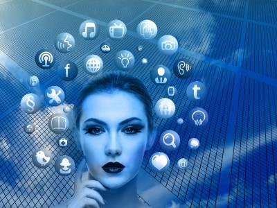 Младежите и свързаната вселена са бъдещето на Facebook, но само според Зукърбърг
