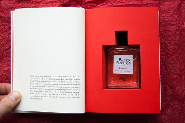 Paper Passion - парфюм, който ухае на прясно отпечатана книга
